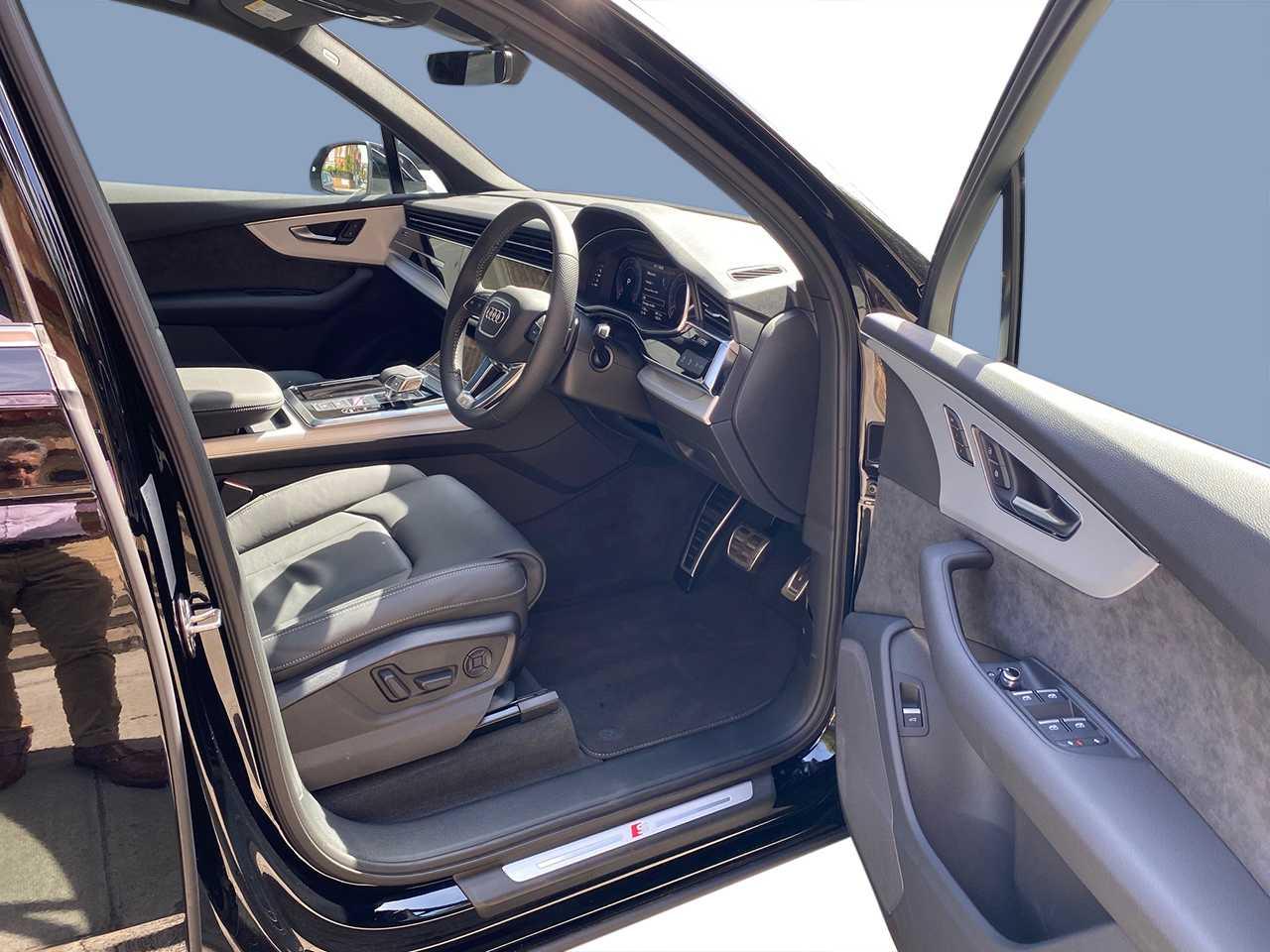 Audi Q7 Car for hire